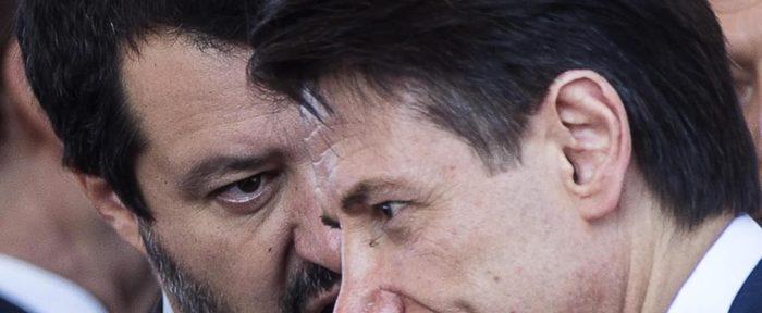 Matteo Salvini (S) e Giuseppe Conte, in una foto d'archivio. ANSA/ANGELO CARCONI