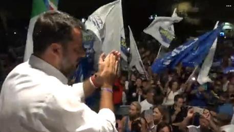 Il leader della Lega, il vicepresidente del Consiglio e ministro dell'Interno Matteo Salvini, in un fermo immagine tratto dalla diretta Facebook da Siracusa. PROFILO FACEBOOK MATTEO SALVINI +++ ATTENZIONE LA FOTO NON PUO' ESSERE PUBBLICATA O RIPRODOTTA SENZA L'AUTORIZZAZIONE DELLA FONTE DI ORIGINE CUI SI RINVIA+++ ++HO ? NO SALES EDITORIAL USE ONLY++