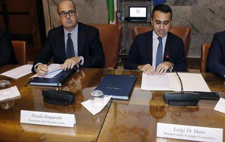 Luigi Di Maio e Nicola Zingaretti in un immagine del 10 dicembre 2018.  ANSA/RICCARDO ANTIMIANI