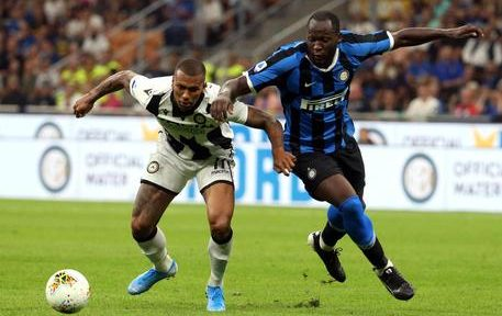Udineses Walace (L) challenges for the ball with  Inter Milans Romeu Lukaku during the Italian serie A soccer match between Fc Inter and Udinese at Giuseppe Meazza stadium in Milan 14 September 2019. ANSA / MATTEO BAZZI