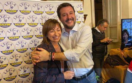 La neoeletta presidente della Regione Umbria Donatella Tesei festeggia l'esito delle elezioni con il leader della Lega Matteo Salvini a Perugia, 28 ottobre 2019. ANSA/LEGA  EDITORIAL USE ONLY NO SALES