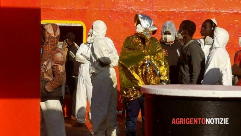 24022021 asso30 a porto empedocle, migranti3
