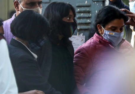 epa09023571 Climate activist Disha Ravi (C) arrives at court in New Delhi, India, 19 February 2021. Disha Ravi was produced to court on charges of sedition after she was arrested on 13 February. Police alleges her of creating a document that provides a so-called 'toolkit' with strategies to farmers protesting against the agriculture bills.  EPA/RAJAT GUPTA BEST QUALITY AVAILABLE