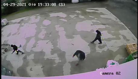 Un fermo immagine del video del 29 aprile relativo allo zio e due cugini di Saman che secondo le ipotesi investigative starebbero andando a scavare la fossa per nascondere il corpo della ragazza, Roma, 7 Giugno 2021. ANSA
