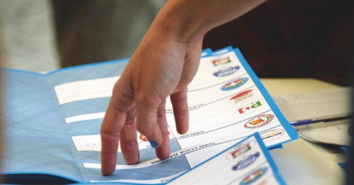 Un momento delle operazioni di scrutinio delle schede amministrative in un seggio di Pontedera, 26 Maggio 2014. ANSA/ STRINGER
